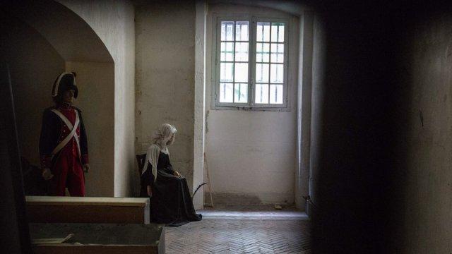 La Conciergerie : Marie-Antoinette dans sa cellule. - Page 3 Cellul10