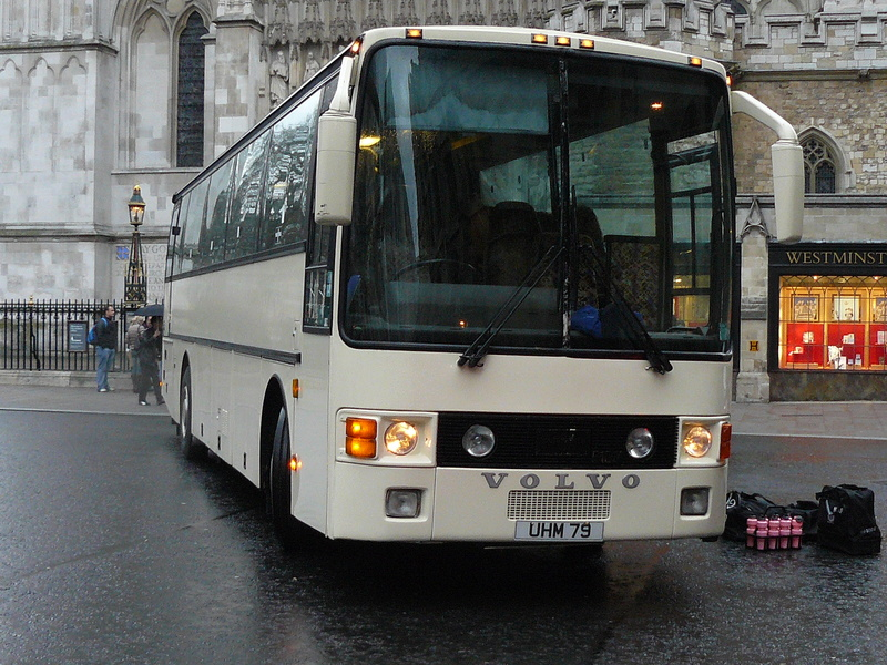 Les cars et bus anglais - Page 2 P1150010