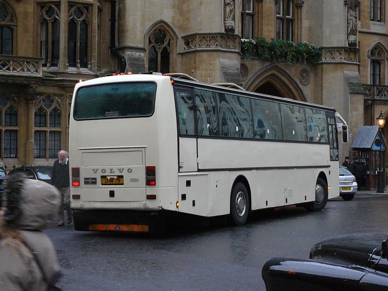 Les cars et bus anglais - Page 2 P1150011