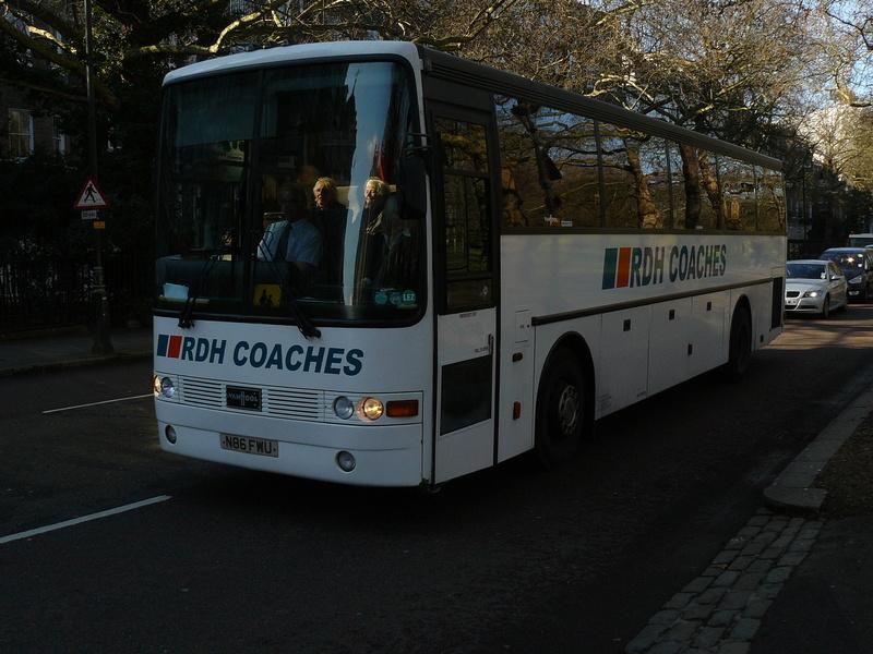 Les cars et bus anglais - Page 2 P1150111