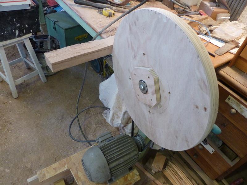 Fabrication d'une scie à ruban en bois (Matthias Wandel) - Page 2 P1040312