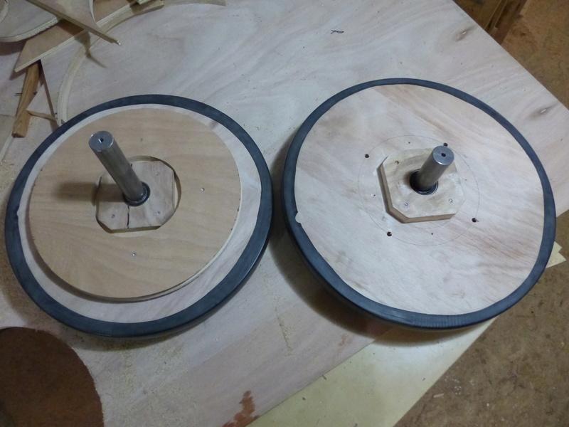 Fabrication d'une scie à ruban en bois (Matthias Wandel) - Page 2 P1040313