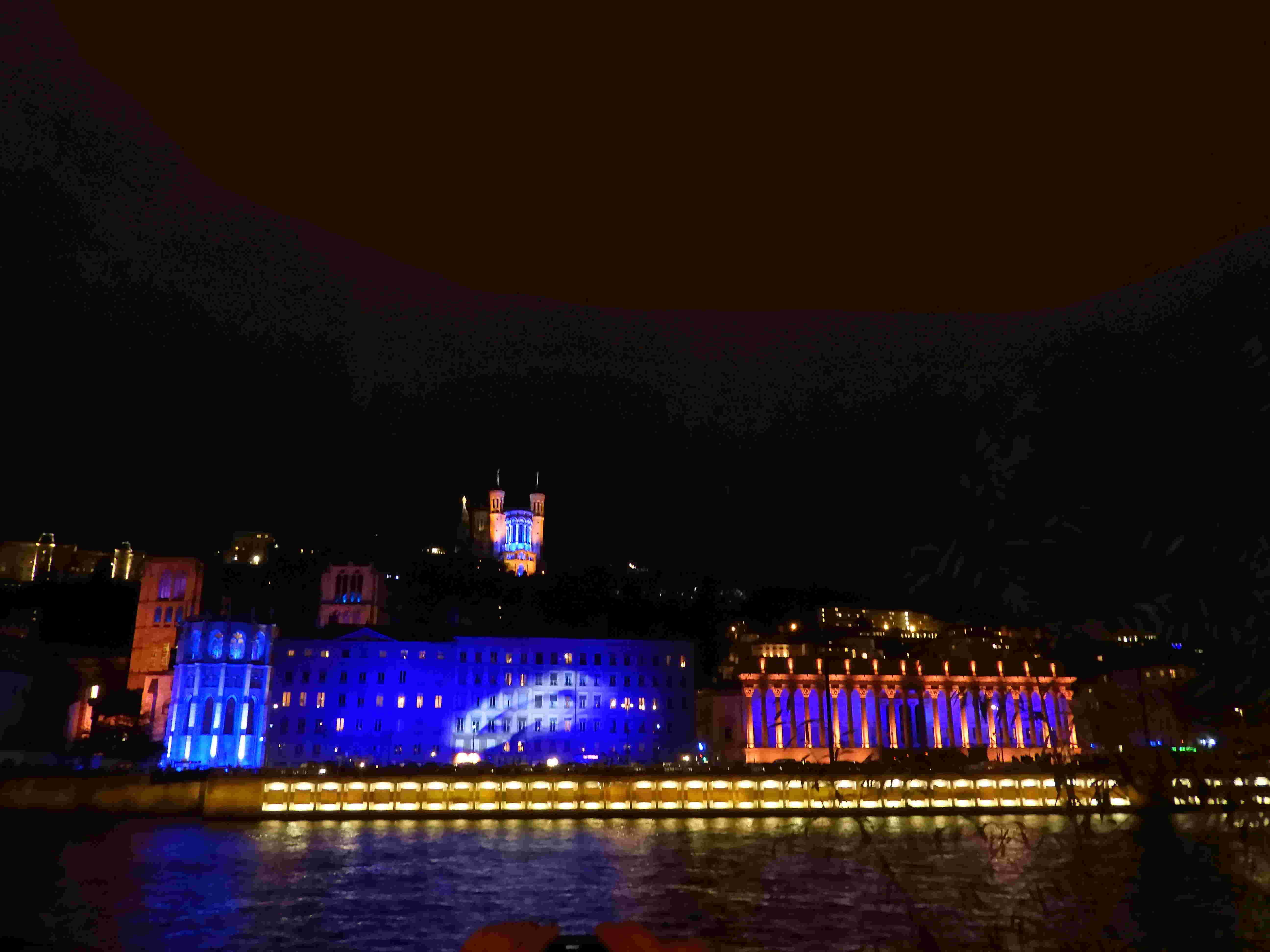 la fête des lumières: un 8 décembre multicolore à LYON  Dscn2215
