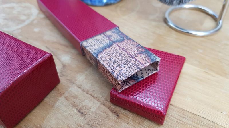 Une boite à CC en carton maison en papier cuir 20171121