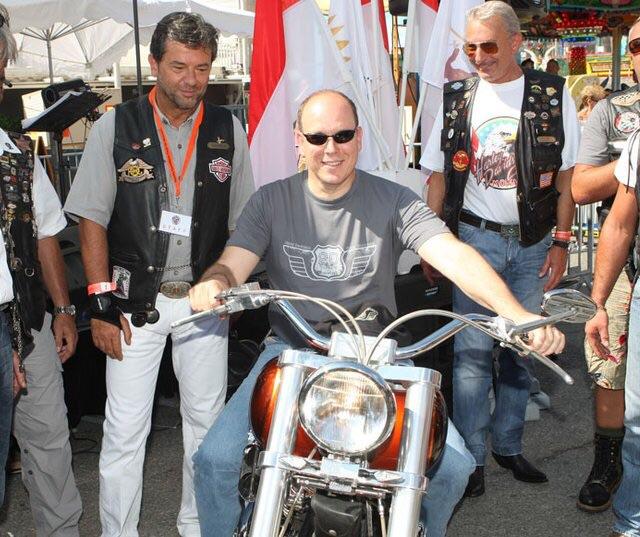 Ils ont posé avec une Harley, principalement les People - Page 40 Imag1465