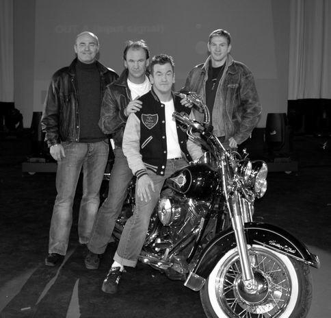 Ils ont posé avec une Harley, uniquement les People Imag1480