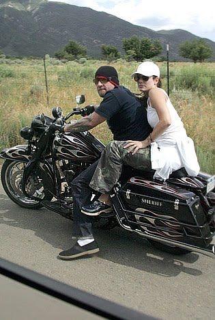 Ils ont posé avec une Harley, uniquement les People - Page 2 Imag1553