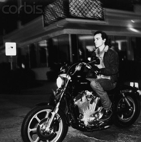 Ils ont posé avec une Harley, uniquement les People - Page 2 Imag1584