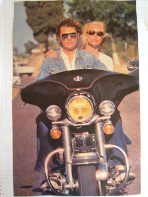 Ils ont posé avec une Harley, uniquement les People - Page 2 Imag1586