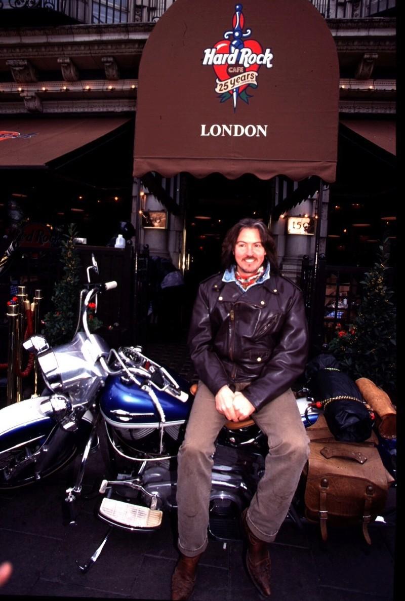 Ils ont posé avec une Harley, uniquement les People - Page 3 Imag1622