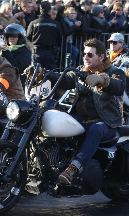 Ils ont posé avec une Harley, uniquement les People - Page 4 Imag1686