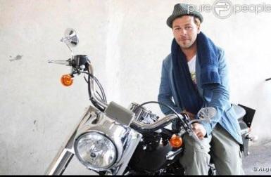 Ils ont posé avec une Harley, uniquement les People - Page 5 Imag1774