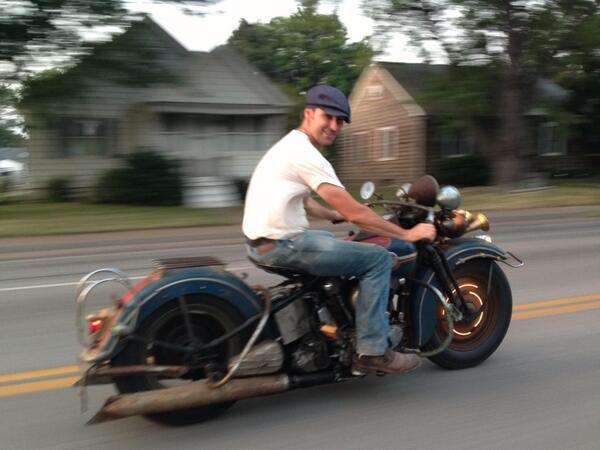 Ils ont posé avec une Harley, uniquement les People - Page 6 Imag1800