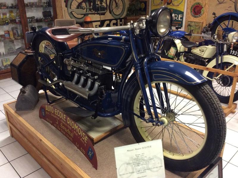 Quelques photos de motos du musée Baster à RIOM - Page 2 Imag5065