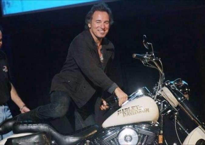 Ils ont posé avec une Harley, principalement les People - Page 20 Image632