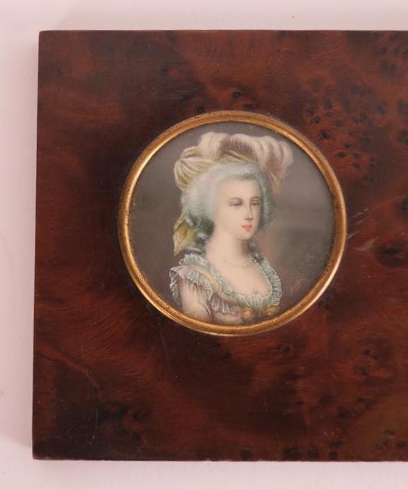 A vendre: miniatures de Marie Antoinette et de ses proches - Page 13 15193111
