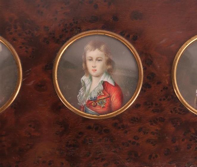 A vendre: miniatures de Marie Antoinette et de ses proches - Page 13 15193112