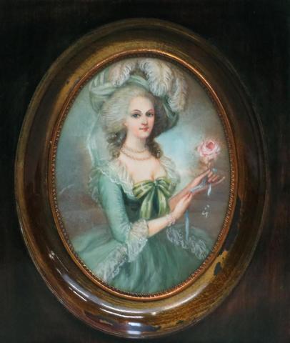 Variations sur le portrait à la rose - Page 11 22445210