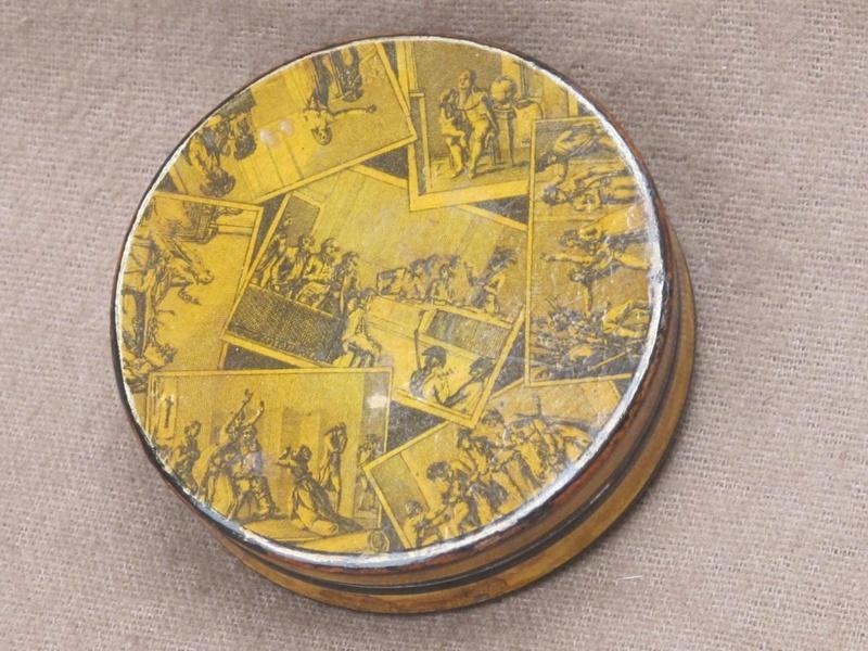 A vendre: meubles et objets divers XVIIIe et Marie Antoinette - Page 7 33122511