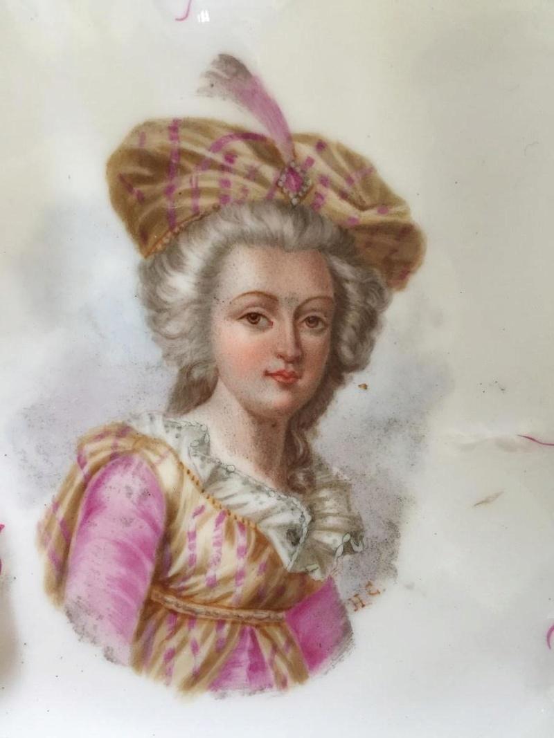 A vendre: Louis XVI et Marie Antoinette - Page 6 34816611