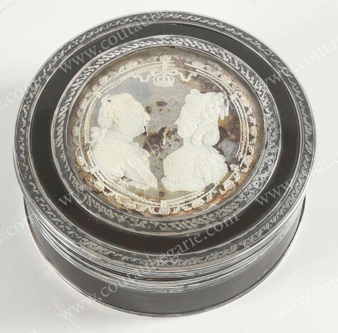 Vente de Souvenirs Historiques - aux enchères plusieurs reliques de la Reine Marie-Antoinette - Page 7 Zzz9-516