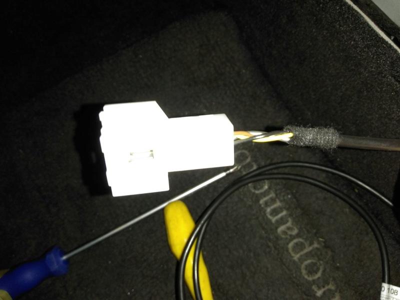 (W203): Conexões da entrada auxiliar do rádio 0510