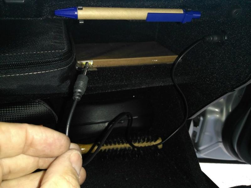 (W203): Conexões da entrada auxiliar do rádio 1110
