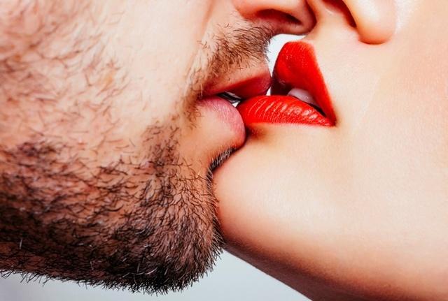 Il primo bacio è davvero indimenticabile ? C0291210