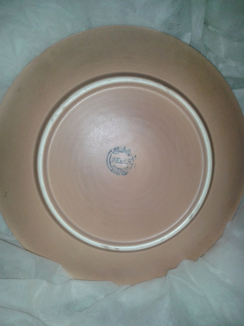 Unusual mid century Honiton plate any ideas who designed it? 20180411