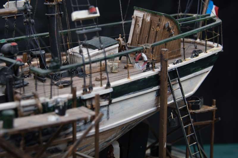 Dio : La Curieuse en bassin de radoub à Lorient [1/40°] de Eduab La-cur11