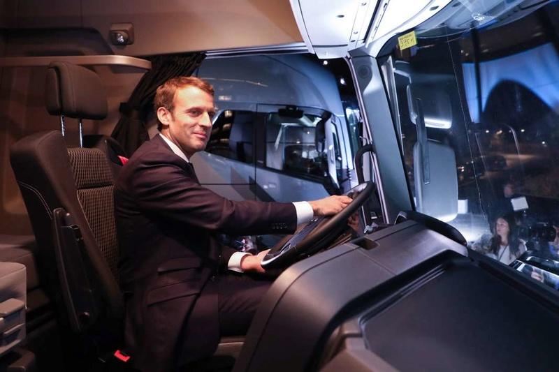 En Suède, Emmanuel Macron fait l'éloge du dialogue social  182