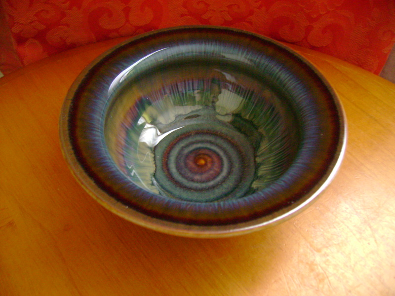 A small bowl with an incised signature Dsc05625