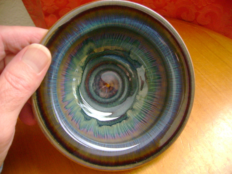 A small bowl with an incised signature Dsc05629