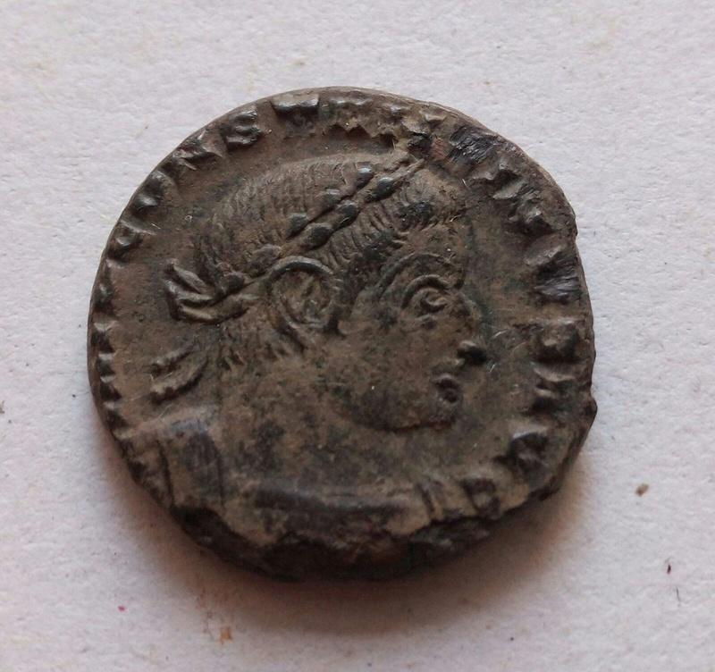 Nummus de Constantino I. SOLI INVICTO COMITI F5d97410