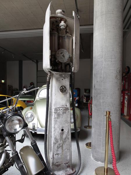 un petit Musée privé sur le thème des vieilles pompes à essence - Page 2 000036