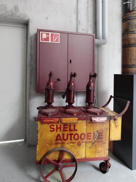 un petit Musée privé sur le thème des vieilles pompes à essence - Page 2 00114