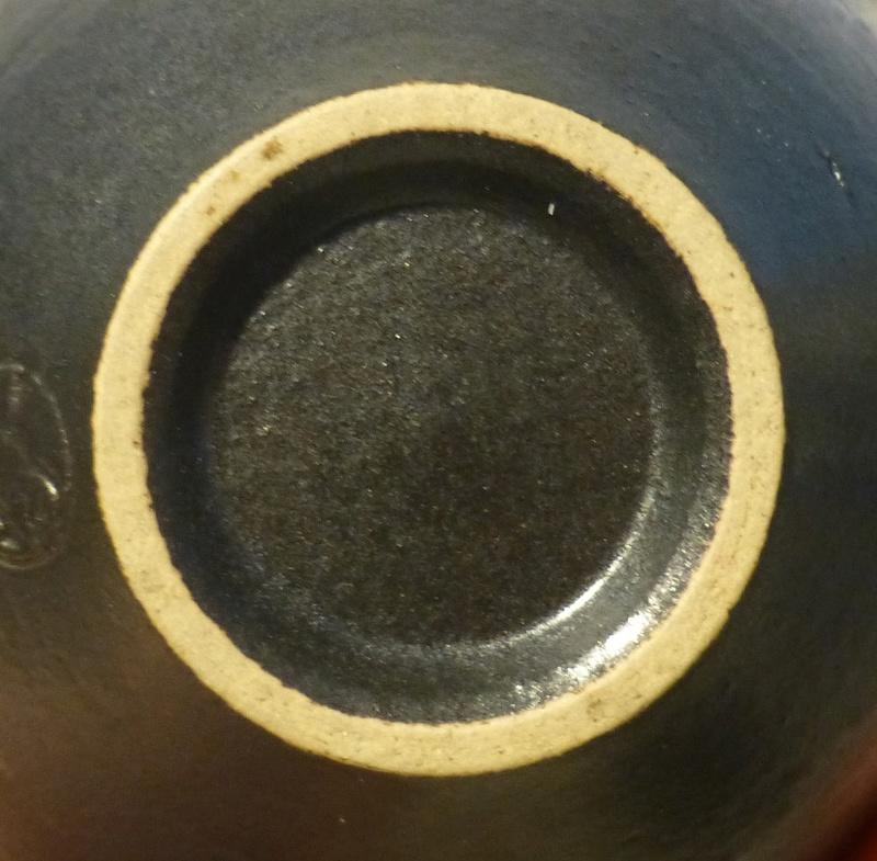 Distinctive Sgraffito Decorated pots - Japanese mark P1080717