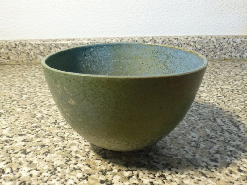 Speckled Bowl - No idea about the mark looks like oe P1080815