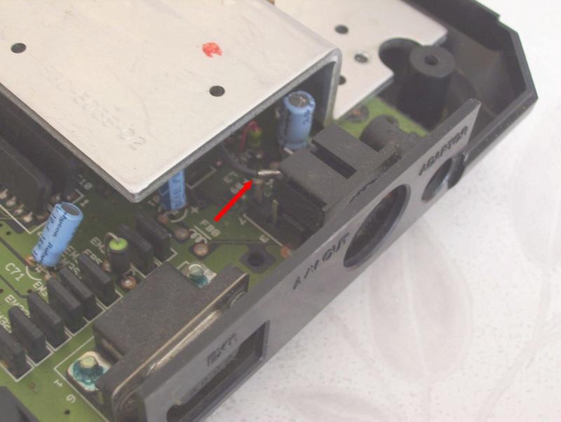 Réparer une Mega Drive Jap switchée en 50Hz (Jumpers perçés) 3ibtsk10