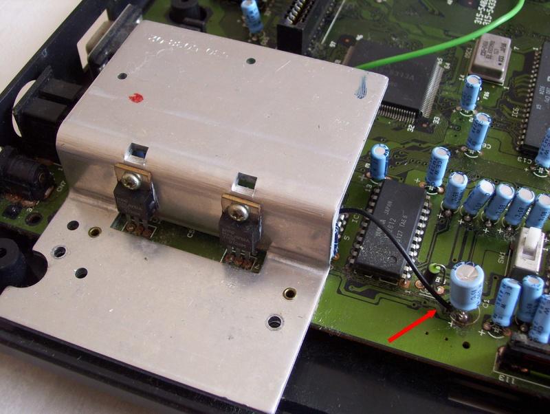 Réparer une Mega Drive Jap switchée en 50Hz (Jumpers perçés) U84h3u10