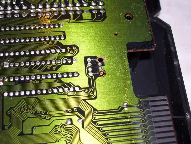 Réparer une Mega Drive Jap switchée en 50Hz (Jumpers perçés) Yzsxhf10