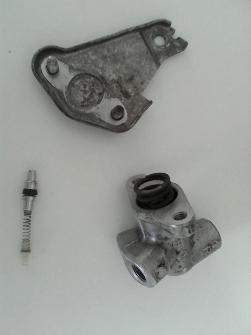 Réfection du circuit de frein arrière GL 1100 Img_2010