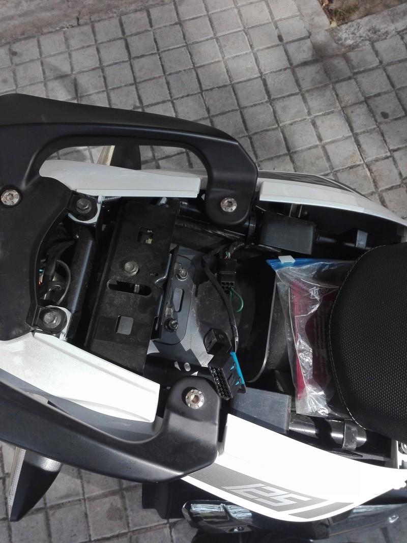 He abierto el asiento de mi moto y me he encontrado ESTO! Img_2012