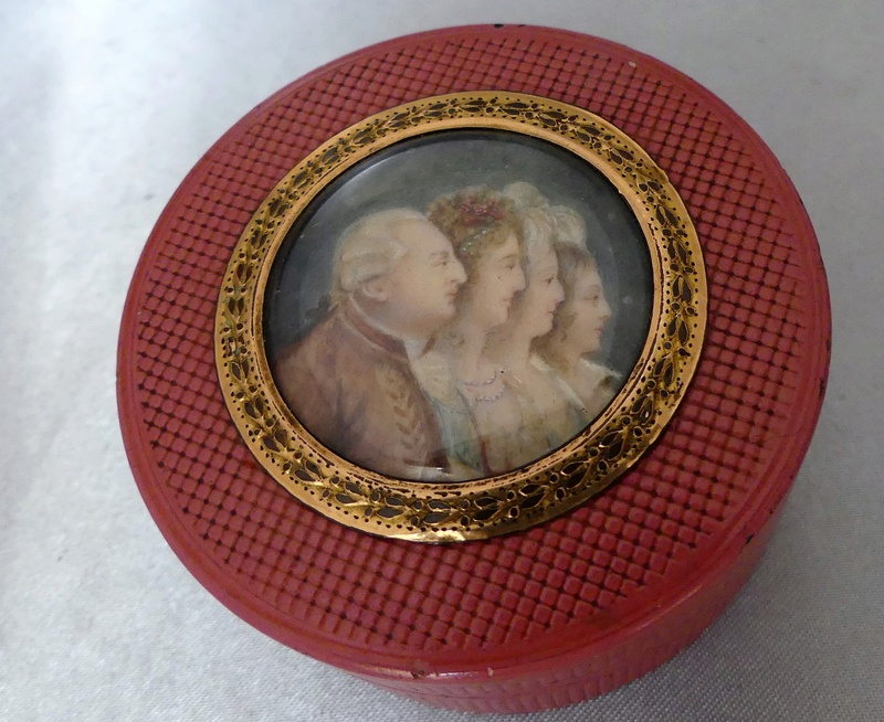 A vendre: meubles et objets divers XVIIIe et Marie Antoinette - Page 8 15278610