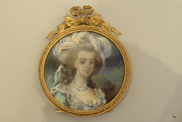 A vendre: miniatures de Marie Antoinette et de ses proches - Page 13 19572810