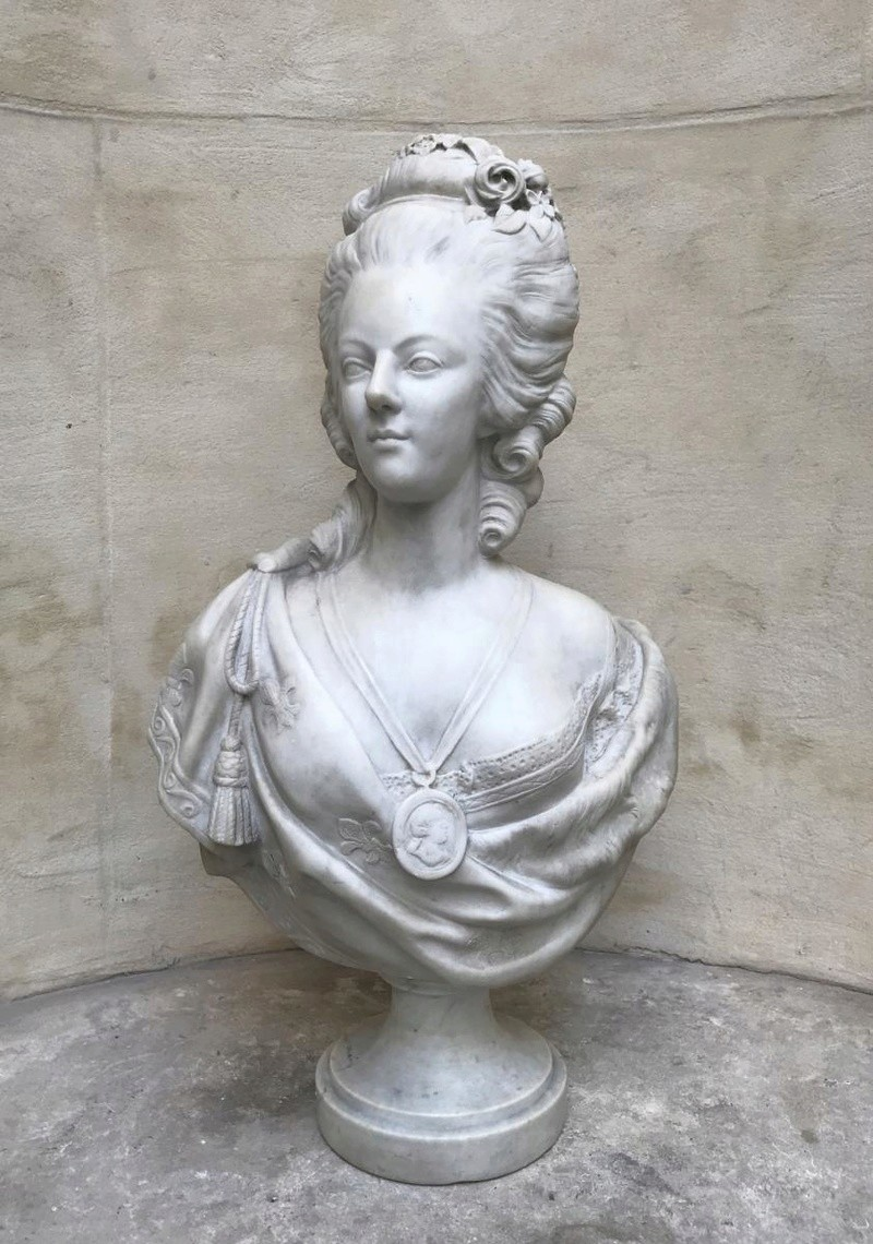 A vendre: bustes Marie Antoinette - Page 7 35379210