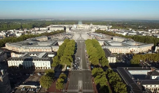 Les historiens pas les bienvenus à Versailles ? 73633910