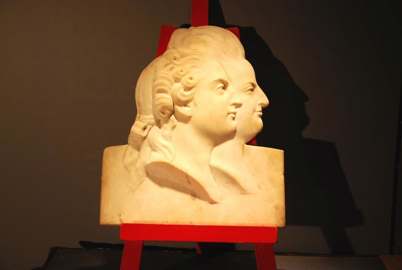 A vendre: Louis XVI et Marie Antoinette - Page 5 Zzz611
