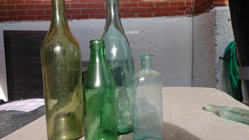 Collection d'une centaine de bouteilles 2210