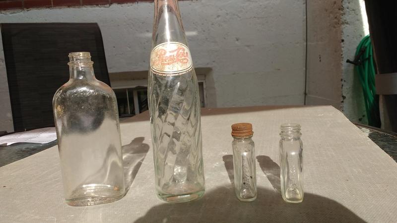Collection d'une centaine de bouteilles 910